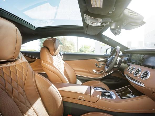 Mercedes-Benz S 500 4MATIC Coupé (C 217) 2013, Lack: Smaragdgrün metallic, Ausstattung: designo Leder Exklusiv sattelbraun/schwarz, Zierteil Wurzelnuss braun
