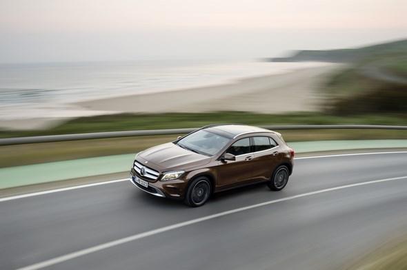 Mercedes-Benz GLA 220 CDI 4MATIC (X156) 2013, Lack: Orientbraun metallic, Ausstattung: Urban Line, Exklusiv Paket, Leder Nussbraun, Zierteil Wurzelnuss Braun Seidenmatt