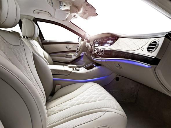 Mercedes-Benz S-Klasse Guard. Interieur mit Ambientebeleuchtung.