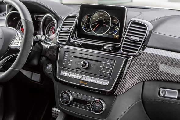 AMG GLE 63 S, W 166, 2015 Interieur: Nappaleder Schwarz, Zierteile Carbon / Klavierlack schwarz, COMAND Online mit 20,3 cm großem Media-Display Interior: nappa leather black, carbon-fibre / black piano lacquer trim, COMAND Online with 20.3 cm wide media display