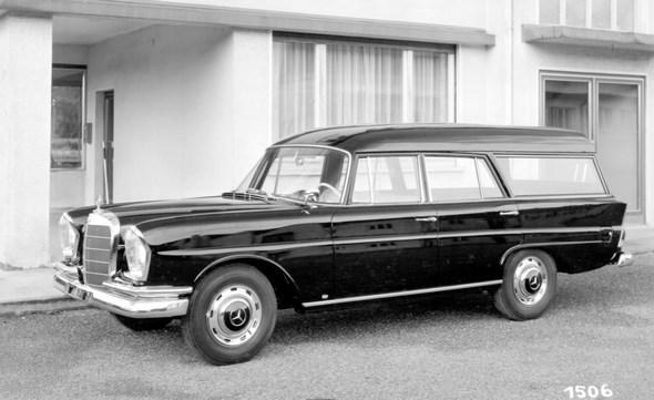 """Kein """"Universal"""" aus Belgien, sondern ein Mercedes-Benz Typ 220 b Kombiwagen mit Binz-Aufbau, ca. 1962 (Werkfoto Fa. Binz, Lorch)"""