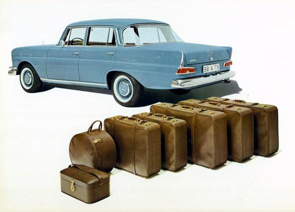 """""""Heckflossen-Mercedes"""" Typ 220 b, 1964-65 (Ausführung mit Rückspiegel an der Fahrertür)"""