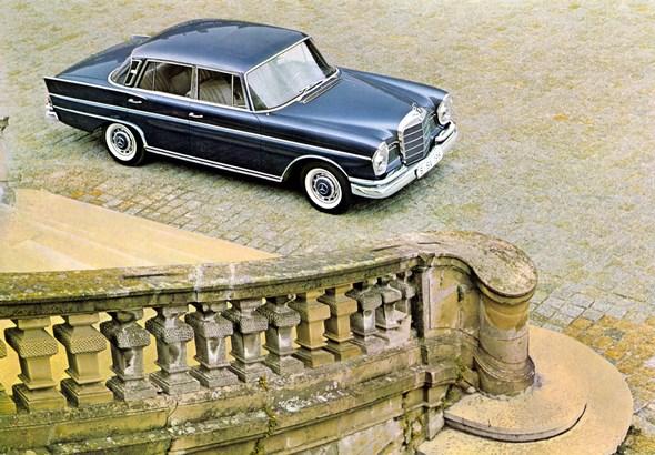 """""""Heckflossen-Mercedes"""" Typ 300 SE, 1964-1965 (Rückspiegel an der Fahrertür)"""