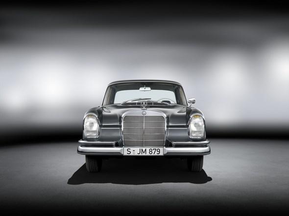 Mercedes-Benz 220 SE (W 111, 1959 bis 1965). Im Bild ein Fahrzeug aus dem Jahr 1964.