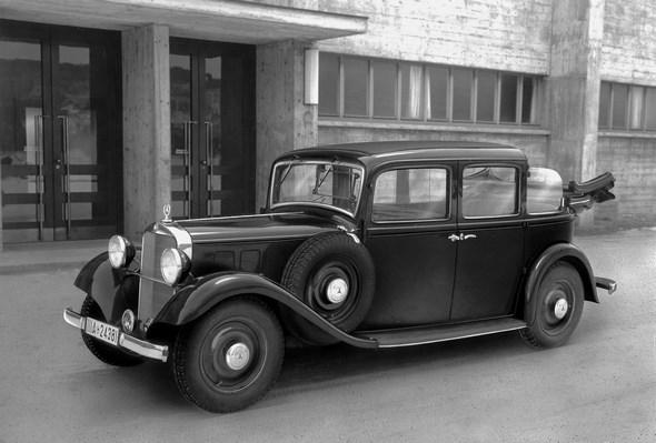 Mercedes-Benz Typ 260 D Droschken-Landaulet. Vorserienwagen auf der Berliner Automobil-Ausstellung, 1936.