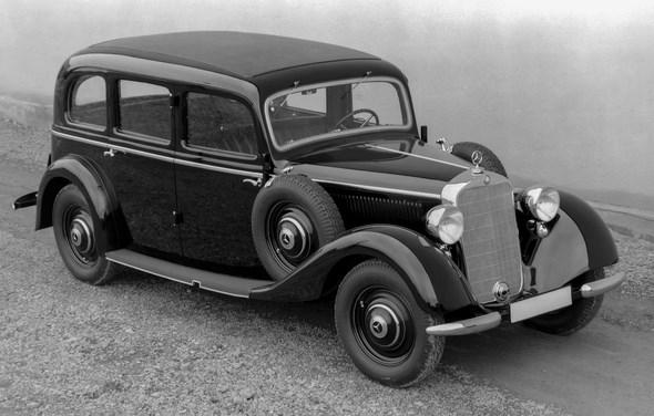 Mercedes-Benz Limousine Typ 230 aus dem Jahre 1937.
