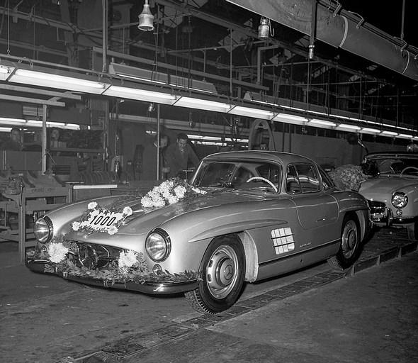 Mercedes-Benz Typ 300 SL. Der 1000. Mercedes-Benz Typ 300 SL lief im Dezember 1955 im Werk Sindelfingen vom Band.