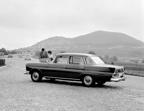 Mercedes-Benz Typ 220 SEb, 1959-1965 (Rückspiegel auf dem Vorderkotflügel)