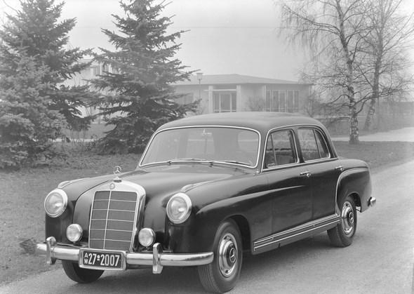 Mercedes-Benz Typ 220 a aus dem Jahre 1954