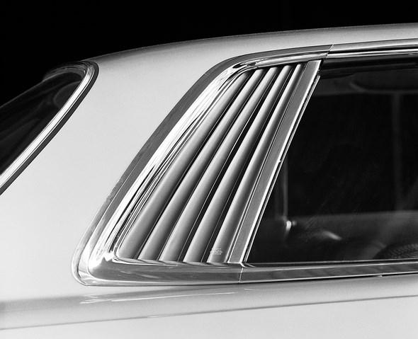 Mercedes-Benz SLC-Coupé Typ 280 SLC, 350 SLC bzw. 450 SLC, Lamellen an der Seitenscheibe