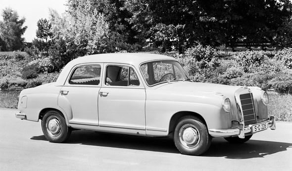 38. Internationale Automobil- Ausstellung, Frankfurt, Mercedes-Benz 219, das leistungsstarke und sportliche 6- Zylinder- Fahrzeug. Ansicht von vorne seitlich