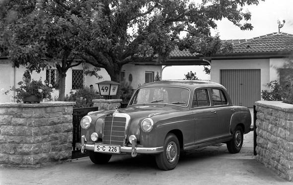 Mercedes-Benz Typ 220 S, 1957 bis 1959 (mit vorderer Stoßstange der zweiten Ausführung)