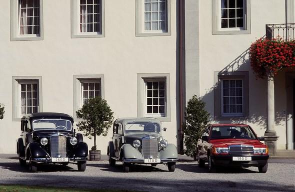 Mercedes-Benz Dieselgruppe von links: Typ 260 D Pullman-Limousine, Typ 170 D Limousine, Typ 190 D Kompaktlimousine.