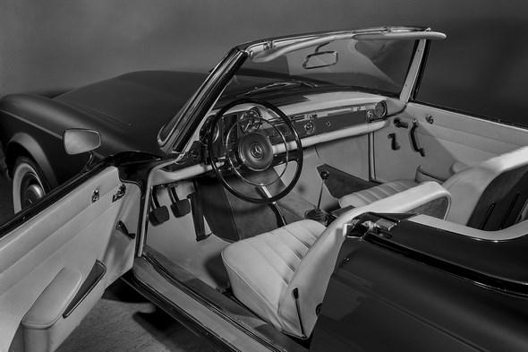 Mercedes-Benz Typ 230 SL, 1963 - 1967. Einstieg, Türaustattung und Armaturen.