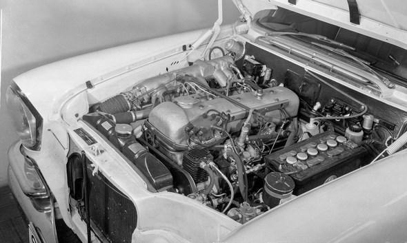 """Der Einspritzmotor M 189 III des """"Heckflossen-Mercedes"""" Typ 300 SE, 1961 - 1965."""
