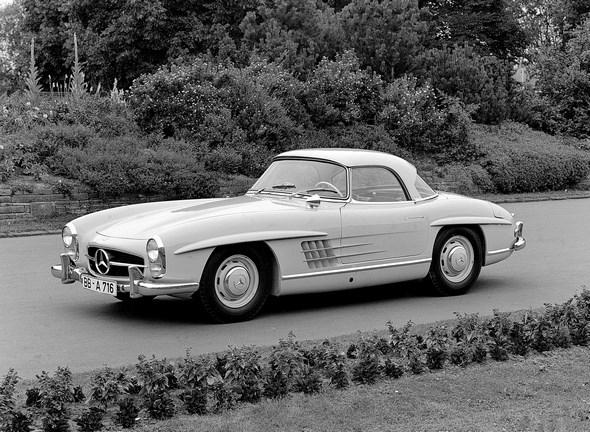 """Mercedes-Benz Typ 300 SL Roadster mit Coupédach, 1958-63. USA-Ausführung mit """"sealed-beam""""-Scheinwerfern"""