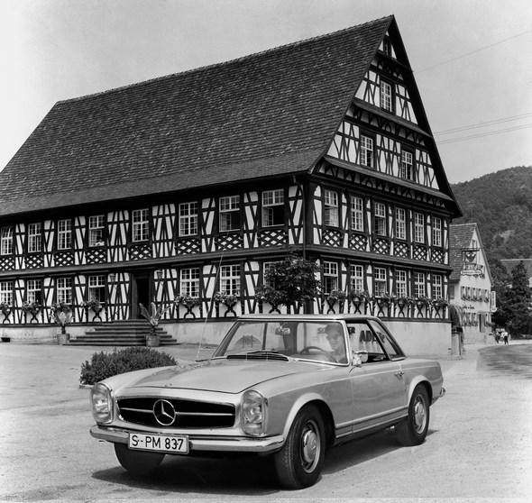 Mercedes-Benz Typ 230 SL aus dem Jahre 1965.