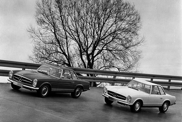 Mercedes-Benz Typ 250 SL, aus dem Jahre 1966. Einfahrbahn im Werk Untertürkheim