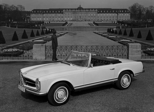 Mercedes-Benz Typ 250 SL, aus dem Jahre 1966, California-Ausführung (kein Softtop, dafür Rückbank)
