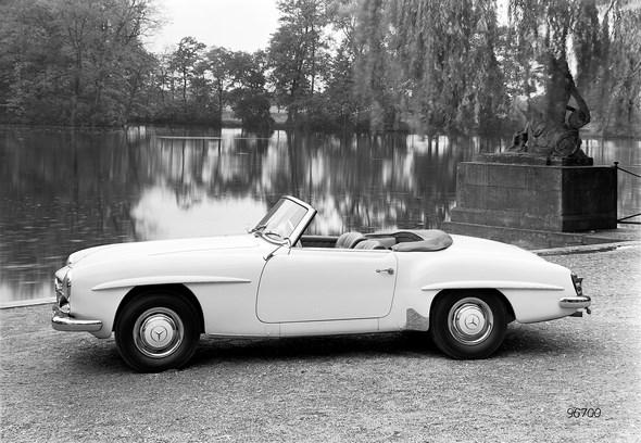 Caption orig.: Mercedes-Benz Typ 190 SL Roadster aus dem Jahre 1955
