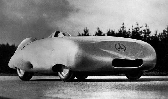 Herbst 1936: Mercedes-Benz stellt neue Geschwindigkeitsrekorde auf