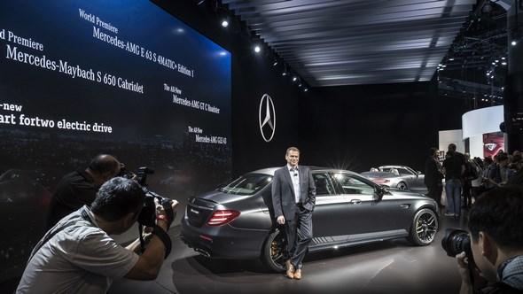 Mercedes-Benz & smart auf der Los Angeles Auto Show 2016:Tobias Moers, Vorsitzender der Geschäftsführung der Mercedes-AMG GmbH, bei der Weltpremiere des neuen Mercedes-AMG E 63S Edition1.