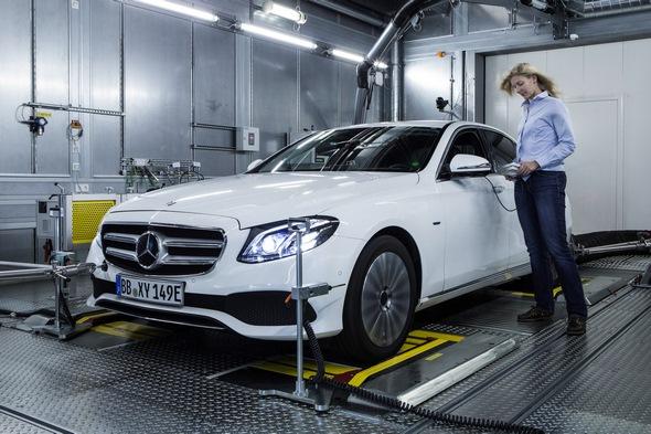 Umfassende Motorenoffensive bei Mercedes-Benz: Stärker, sparsamer und sauberer